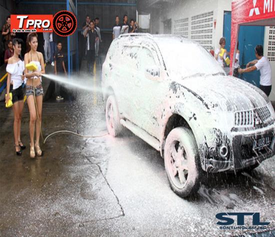 bình bọt tuyết xịt rửa xe ô tô