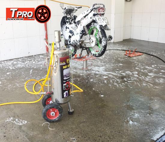 lắp đặt ben nâng rửa xe máy
