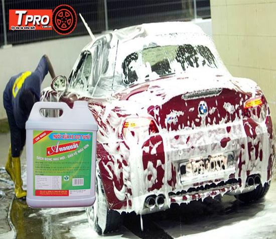 rửa xe bằng bọt tuyết anaquat