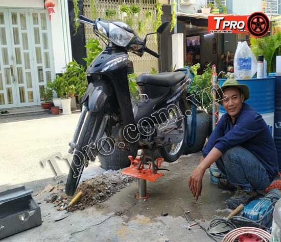 lắp đặt ben nâng rửa xe máy tpro