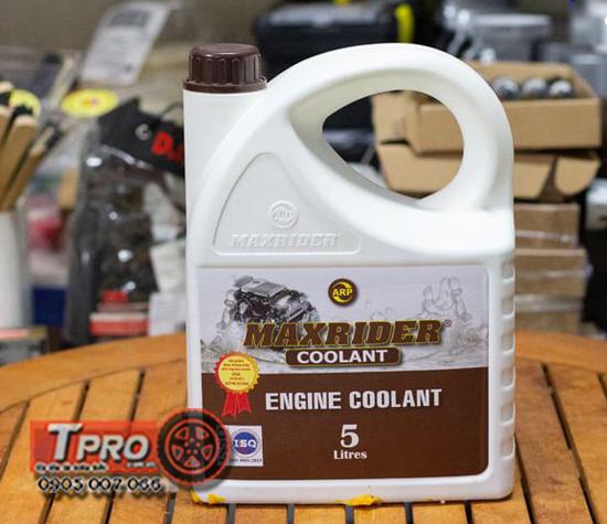dung dich giam nhiet maxrider engine coolant 5 lit